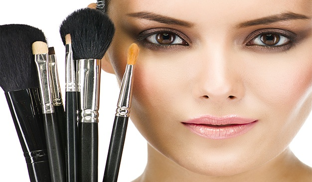 Type of makeup brush. Find out what makeup brushes to use.